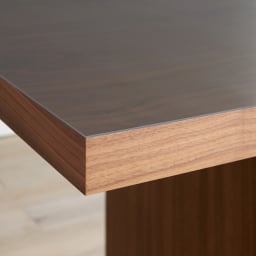 MULTIテーブルに合わせて作ったアキレス高機能透明テーブルマット 高い透明度と、1.5mmの厚み、貼りつかない加工など、高機能なテーブルマットです。