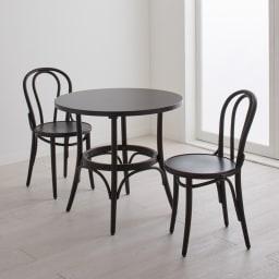 No.18 曲げ木ダイニングチェア(ベーシックカラー) [チェコTON社製] [コーディネート例]ウェンジ。同色のラウンドカフェテーブルと。