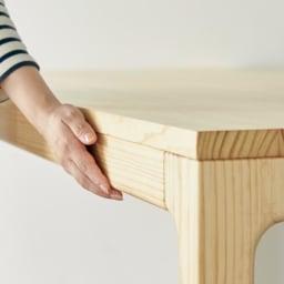 幅200ダイニングテーブル SU:iji/スイージー ニュージーパイン(R)無垢ダイニングシリーズ 細部にわたり、なめらかに仕上げています。