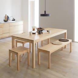 幅200ダイニングテーブル SU:iji/スイージー ニュージーパイン(R)無垢ダイニングシリーズ テーブル×1、スツール×3、ベンチ×1 コーディネート例