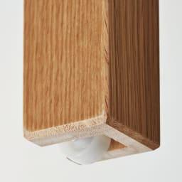伸長式テーブル 幅130~215cm Vilske/ヴィルスク 伸長式ダイニングシリーズ 伸長部分の脚にはローラー付き