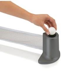PONGO/ポンゴ ポータブル卓球セット・テーブルテニスセット [umbra・アンブラ] ピンポン玉は、もう一方の支柱の収納に。2球収納可能!