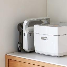 DeLonghi/デロンギ マルチグリル エブリデイ サンド & ワッフルメーカー (SW13ABCJ-S) 厚みはわずか10.5cm!縦にも自立するので食器棚や炊飯器・レンジの横にも収納できます。