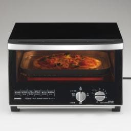 ミラーガラス オーブントースター スリムサイズ 通電中は中が見えて安心:スイッチを入れると庫内が明るくなるので調理の様子が一目瞭然。焼き具合がチェックできます。