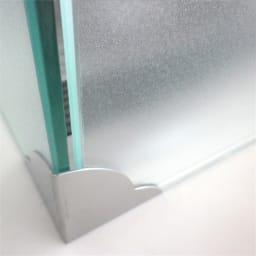 ガラスのコーナーレンジガード コンロ幅60cm用 金具はステンレス。