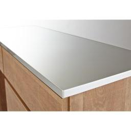 Cretty/クレッティ ステンレス天板 ナチュラルモダンキッチン収納 間仕切りカウンター 収納付き ステンレス製の天板は水に強く、キッチンの調理台としても便利。木目調の本体とステンレスの組み合わせは洗練された印象。