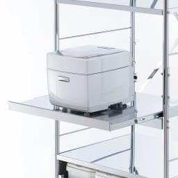ステンレス製大型レンジ対応ラック ミドルタイプワゴン 炊飯器やポットなどの蒸気を逃がせる便利なスライドテーブル付き。