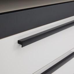 Boulder/ボルダー 石目調天板キッチンシリーズ カウンター 幅140cm 奥行50cm マットブラック仕上げの取っ手は、全体の印象を引き締める効果も。