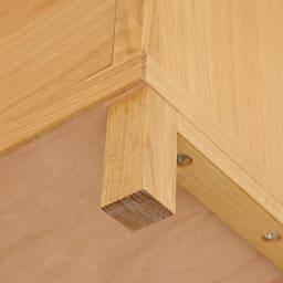 Cano/カノ リビングボード 幅85cmミドル オーク 天然木製の脚が付くことで、重厚ななかにも軽やかさが同居する絶妙なデザインに。