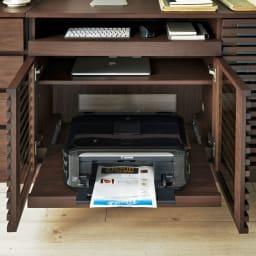 ウォルナット格子リビング収納シリーズ PCデスク 幅120cm 置き場所に困るプリンターは扉内に収納できます。スライドテーブル仕様なので楽に引き出せコンパクトに収納できます。 有効内寸:幅67奥行38高さ23・29・45cm。スライドテーブル耐荷重約10kg