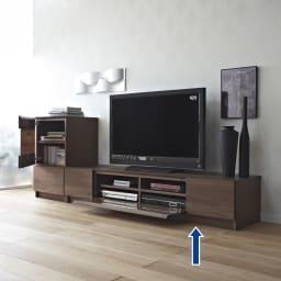 木目の風合いに包まれた隠しガラスグロッセウォルナットテレビ台 幅180cm コーディネイト例 写真は160cmサイズです。