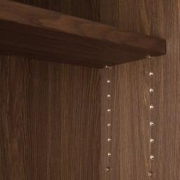 Winkel/ヴィンケル オーク天然木ななめ本棚 幅60cm・ハイ 可動棚板はガタ付きの少ないネジ式ダボ使用。