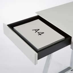 Panop/パノプ コレクション収納付きデスク 幅120cm コレクションスペース以外の引き出しはA4サイズが収納できるサイズで書類や文房具類の収納に便利です。