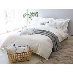 ホテル仕様超長綿サテンカバーリング Ciel/シエル イニシャル刺繍入りピローケース 1枚 [コーディネート例]ライトグレー ※お届けは刺繍ピローケースです。