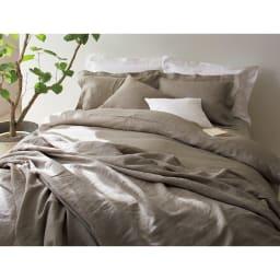 French Linen/フレンチリネン カバーリング クッションカバー(同色2枚組) [コーディネート例]左からグレーベージュ(WEB限定)、ホワイト ※お届けはクッションカバーです。
