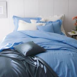 French Linen/フレンチリネン カバーリング マルチカバー [コーディネート例]ライトブルー ※お届けはマルチカバーです。