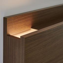 【配送料金込み 組立・設置サービス付き】【カバー付き】SIMMONS シェルフLEDベッド 6.5インチピロートップ ヘッドやボトムからLEDの光が出て、室内を演出するライトに。