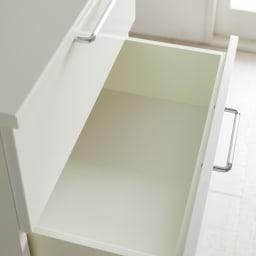 Muro/ムーロ ホワイトモダンチェスト 幅80cm 4段 引き出し内部は清潔感漂うホワイトカラーで仕上げました。引っ掛かりのない面材で衣類にやさしい仕上がりです。