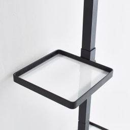 Euphy/ユフィ つっぱりハンガー スクエア アクリルプレート付きなので、小物の収納にも便利。
