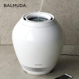 バルミューダ Rain/レイン Wi-Fiモデル WIFIモデル 本体 美しい液晶画面の上から水を注ぐだけで給水できる画期的なタンクレス構造。やさしい空気を送り出す気化式で、スマートフォンでの操作も可能。