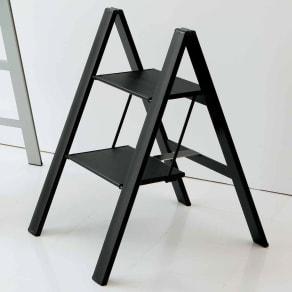 薄型アルミステップ 2段 ブラック アルミ脚立 写真