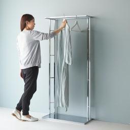 アクリル棚 ハンガーラック 幅71cm 女性でも使いやすい高さ設計です。