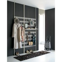ダブルラダーパーテーション 幅80cm フック6個 [使用イメージ]ホワイト ※棚板は別売りの商品です。(付属品ではございません)