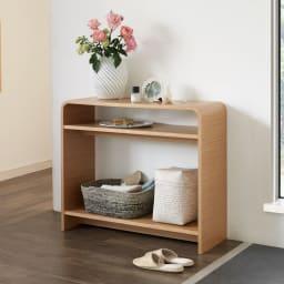Arcus/アルクス コンソールテーブル 幅85cm コンパクトなサイズ感に薄型の奥行き。棚付きでちょっとした小物やアロマディフーザーなどを置いて、玄関や廊下、リビングの隅などに設置するのがおすすめ。