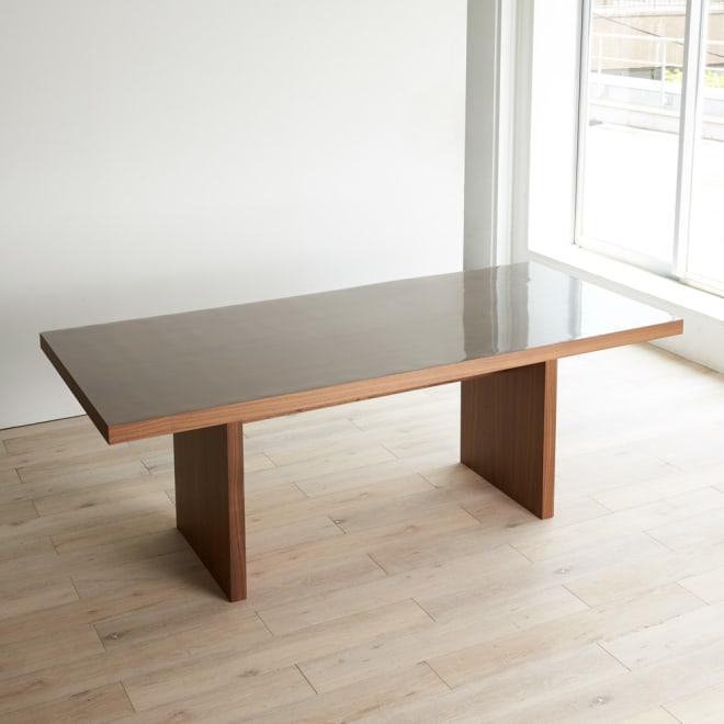 MULTIテーブルに合わせて作ったアキレス高機能透明テーブルマット ハウススタイリングのMULTIダイニングテーブルに合わせて生産した、アキレスの高機能透明テーブルマットです。