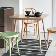 ウィンザーダイニングテーブル 正方形ダイニングテーブル幅80cm×80cm[チェコ・TON社] 写真