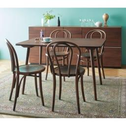 アンティーク風テーパーダイニングテーブル 長方形テーブル幅約120cm×80cm[チェコTON社製] [コーディネート例]※お届けはダイニングテーブル 長方形タイプです。