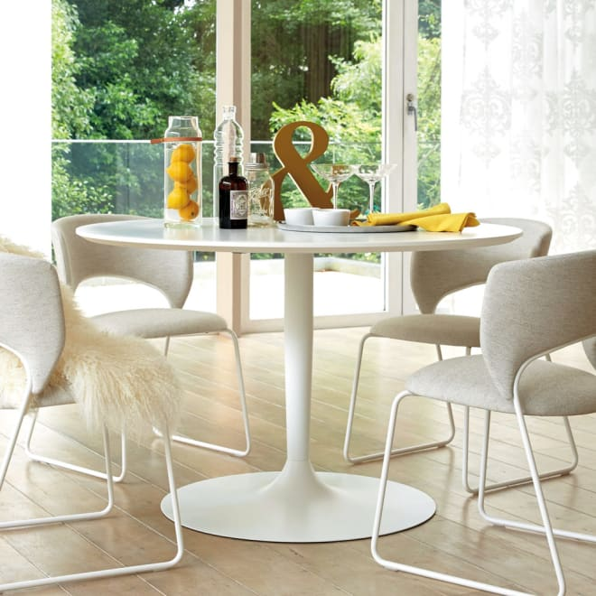 Planet プラネット 円形ダイニングテーブル 直径120cm [connubia calligaris コヌビア/カリガリス] 円形のテーブルは、人数や座る向きなど、フレキシブルに使えます。お部屋のコーナーでもすっきりおしゃれにスタイリングできます。