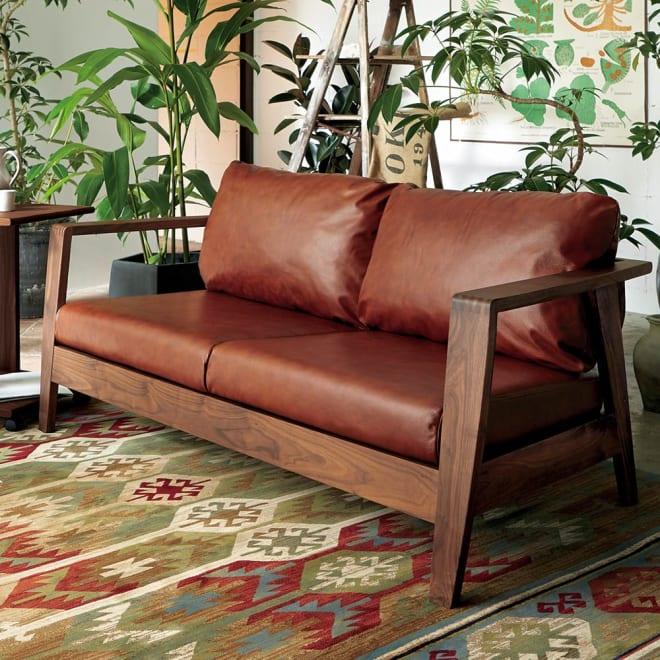 Green/グリーン ウォルナット天然木 木フレームレザーソファ ラブ・2人掛けソファ 幅158cm 人気のウォルナット天然木無垢材を贅沢に使用したラグジュアリーなソファ