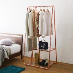 Erythe/エリュテ ピンクゴールドハンガー 幅80cm ベッド横などの省スペースでの使用もおすすめです。※画像は幅80cm