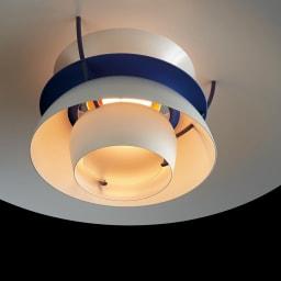 ペンダントライト PH5ミニ [Louis Poulsen・ルイスポールセン/デザイン:ポール・ヘニングセン] 対数螺旋のシェードと内部の乳白色のガラス反射板の組合せで、十分な明るさがありながら電球の光が直接目に入らない灯りに。