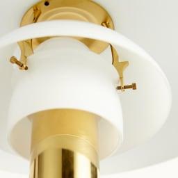 フロアライト PH3 1/2-2 1/2[Louis Poulsen・ルイスポールセン/デザイン:ポール・ヘニングセン] 電球は一番下のシェードの中にすっぽり納まっています。