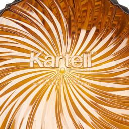 Sparkle/スパークル サイドテーブル  [Kartell/カルテル デザイン:吉岡徳仁] 底面には、Kartellのカンパニーロゴとmade in Italyの表示があります。