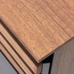 AlusStyle/アルススタイル リビングシリーズ サイドボード幅120.5cm 天板はウォルナットの木目柄をリアルに再現した表面材を使用しています。