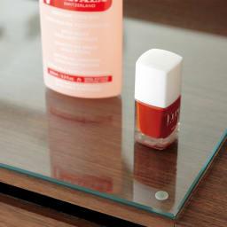 AlusStyle/アルススタイル リビングシリーズ ドレッサー 幅65.5cm 天板には強化ガラスをセット。化粧品などをこぼしてもすぐにきれいに。清潔さを保ちます。