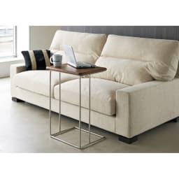 ステンレス脚のソファテーブル  高さ65cm ウォルナット すっきりとした脚のデザインで、コーディネートにすっきり溶け込みます。
