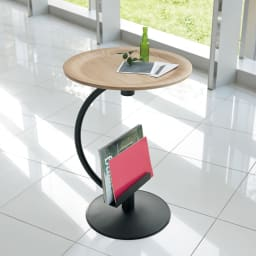ブックラックソファサイドテーブル ブックラックには、お気に入りの雑誌や新聞を置いて。