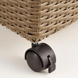 ラタン調 フタ付キャスターバスケット 小 キャスターは2か所にストッパー付き。