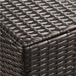 ラタン調 フタ付キャスターバスケット 大 (ウ)ダークブラウン シックで高級感があり、インテリアにもなじみやすいカラーです。