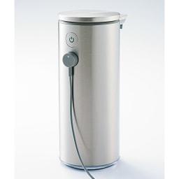 simplehuman シンプルヒューマン センサーソープディスペンサー 背面の端子に付属のケーブルを差し込んで充電します。