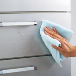 Fredo(フレド) ランドリーチェスト 幅45cm・5段(高さ118cm) 前面は水や湿気に強いUVコート仕上げです。汚れても拭き取るだけのお手入れ簡単な素材です。