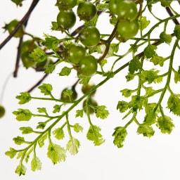 ベリーのアレンジメントグリーン スワッグ 葉脈や茎の凹凸など、細部までこだわった丁寧な仕上げが特徴
