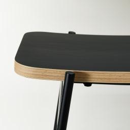 Kapell/カペル スタッキングスツール (ウ)ブラック 座面は表面にブラック色の表面材を使用した積層合板、はっきりとした黒の表面と、フチの板の重なりのコントラストが魅力です。