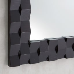 PHILOS/フィロス プリズミー壁掛けミラー・ウォールミラー 幅70×高さ50cm (イ)ダークブラウン シックなダークブラウン色は落ち着いた印象。凹凸感も控えめに大人のインテリアを演出。