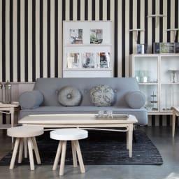 PHILOS/フィロス スリムレッグシリーズ 半円コンソール引出し付き 幅92.5cm高さ76.5cm 長年のキャリアを生かし、家具のデザインにもファッションの要素を取り入れています。