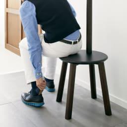 Pillar/ピラー スツール&コートラック[umbra・アンブラ] スツールとして一般的な高さなので、ちょっとした腰掛に便利です。